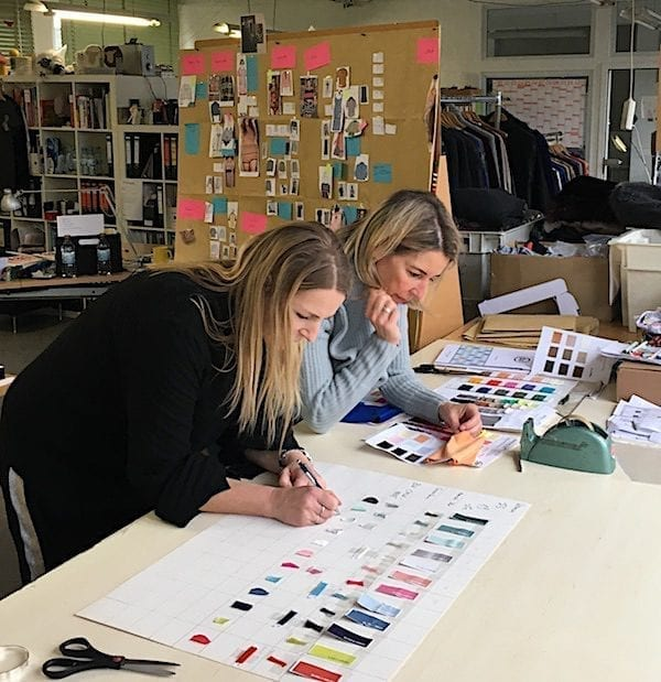 Kerstin Spiekermann und Anja Kopietz bei der Arbeit