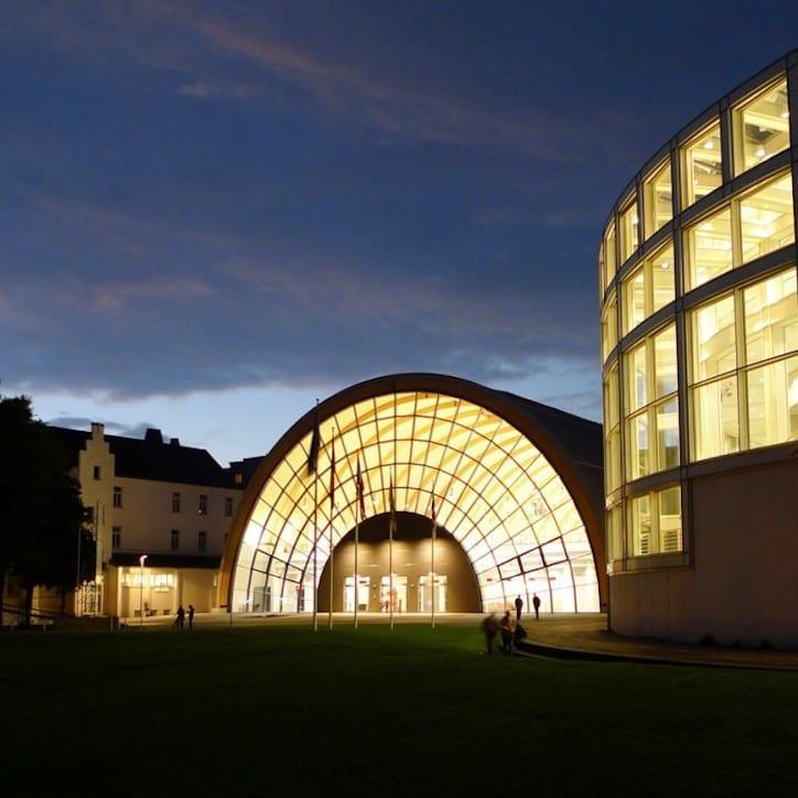 Stadthalle Bielefeld bei Nacht