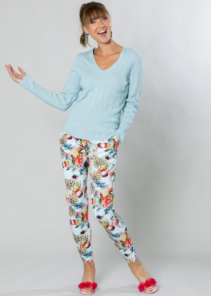 Connemara Pullover Katja aus Baumwolle mit Kaschmir in blau melange | Hose Gina aus Baumwolle mit Lycra