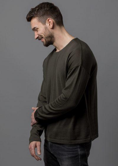 Connemara Pullover Thorsten in lässiger Passform (überschnittene Schultern) aus Merinowolle extrafein in oliv