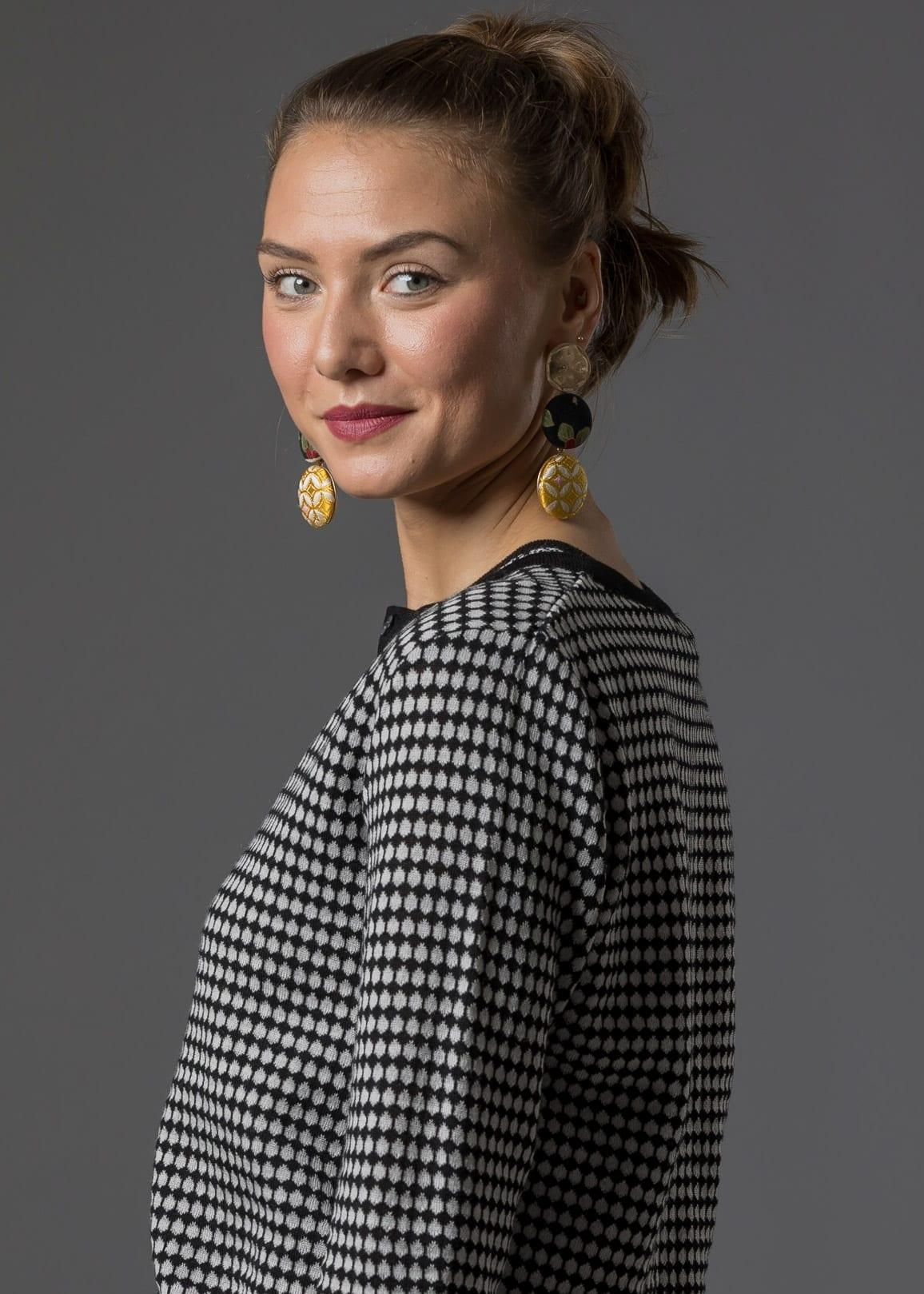 Jacquard Strickjacke Ulla aus Merinowolle von Connemara in schwarz / silber