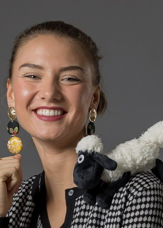 Connemara - Unser Model Kim mit Schaf
