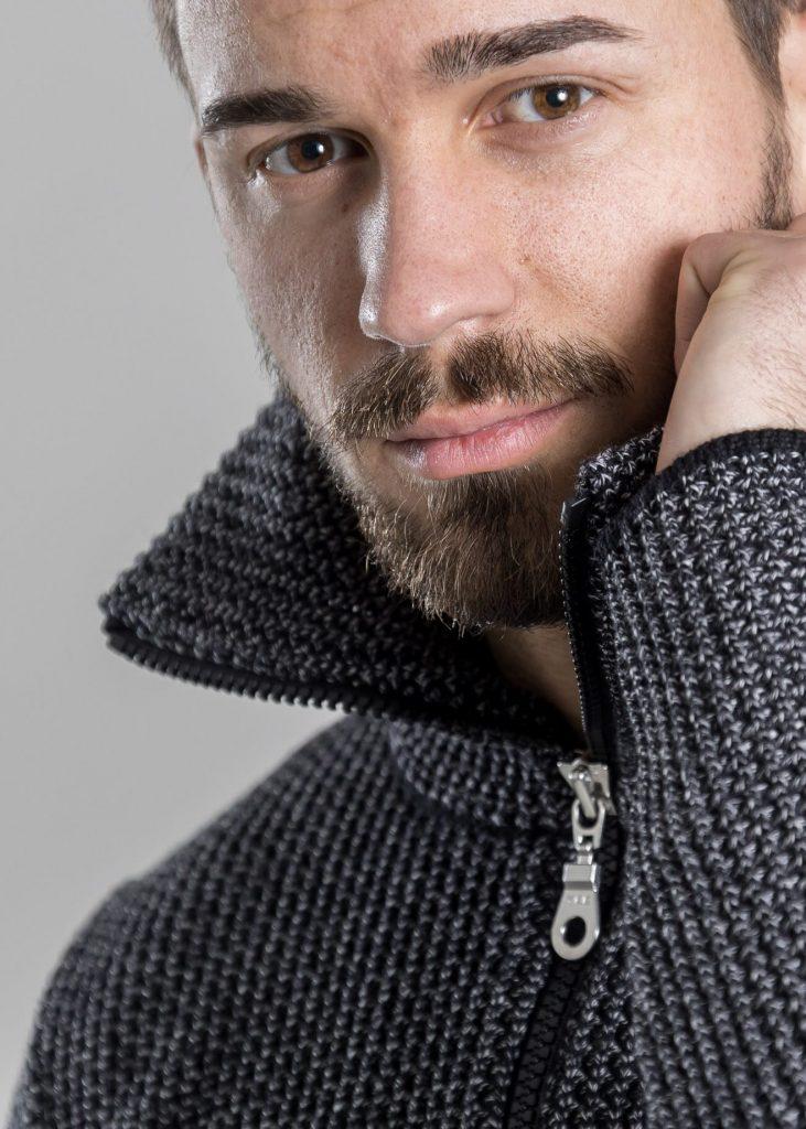Connemara Troyer Mika aus Merinowolle extrafein in schwarz mit silber | Made in EU