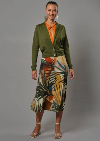 Eine Merino Jacke Damen die perfekt über ein Kleid passt.