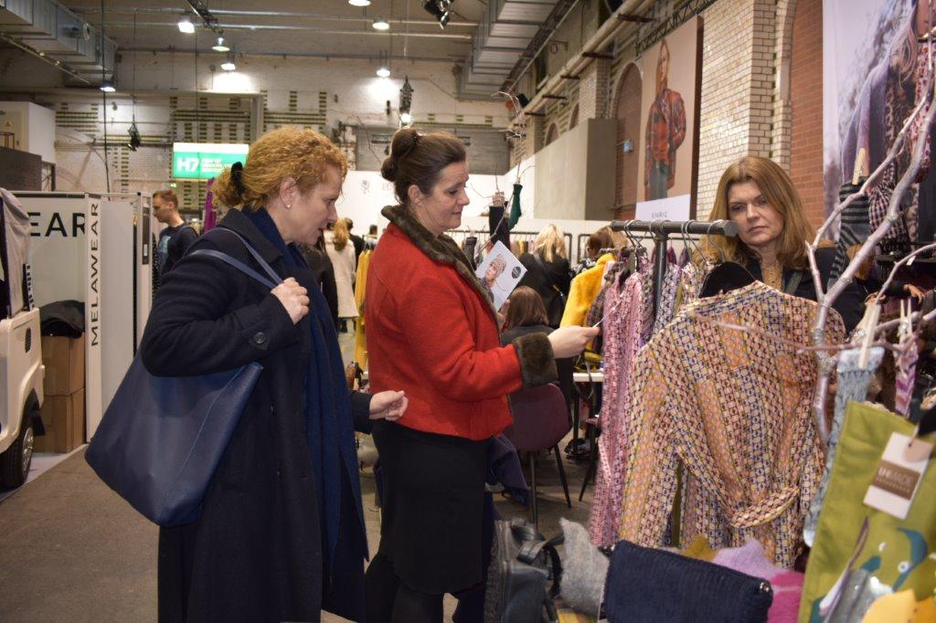 Tina Wrede von Just Merino in Potsdam beim Einkaufen auf der Fashion Week in Berlin